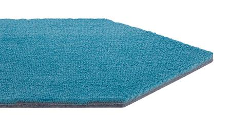 ソフトなタッチ感がありつなぎ合わせて楽しむカラフルな六角形のカーペットです。
